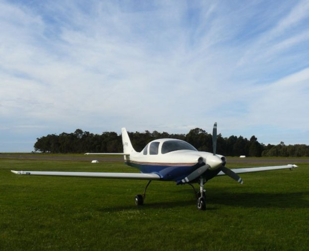 yfm-lancair-and-clouds